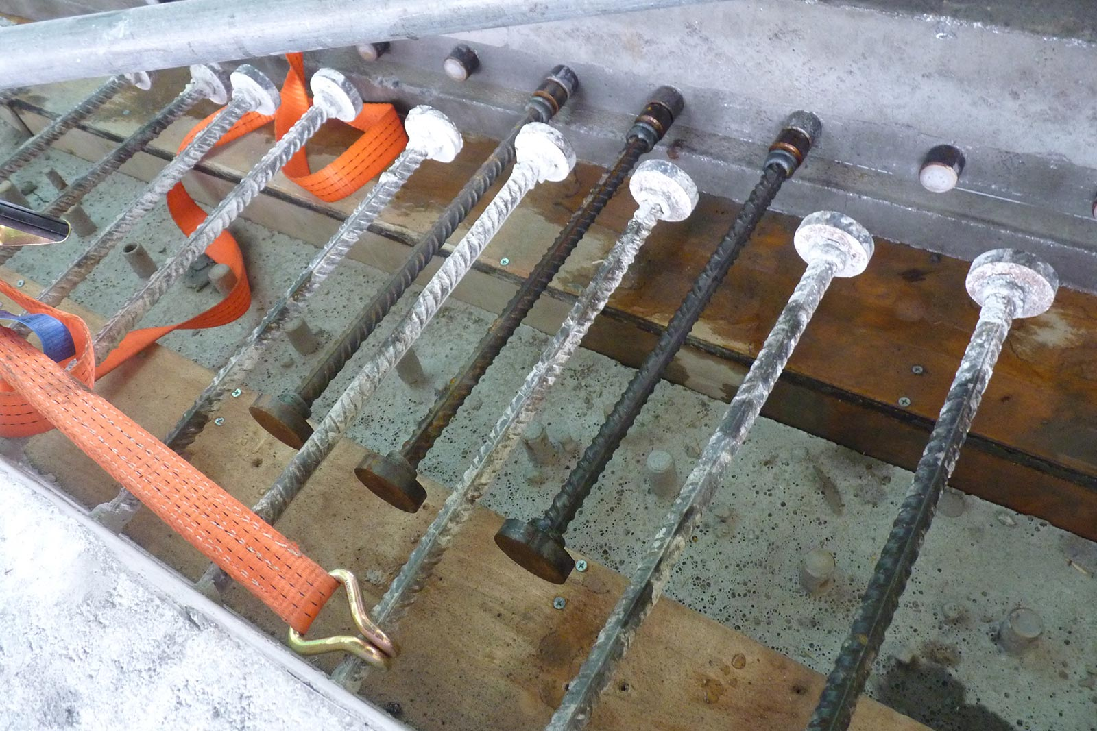 HRC T-headed bars in prefabricated concrete elements